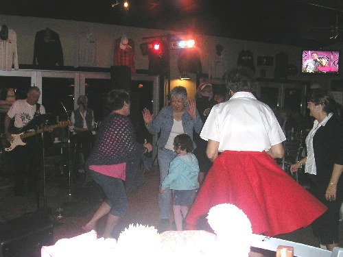 The Do's & Don'ts Dancing at Bobbers Grill