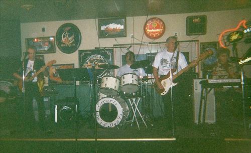 Do's & Don'ts at Gilligan's, Cedar Rapids, IA January 2004